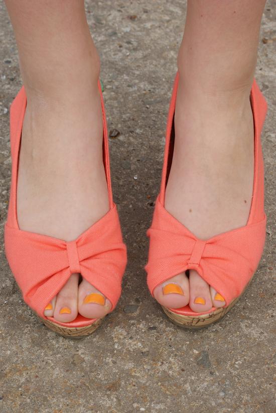 pomarańczowe buty