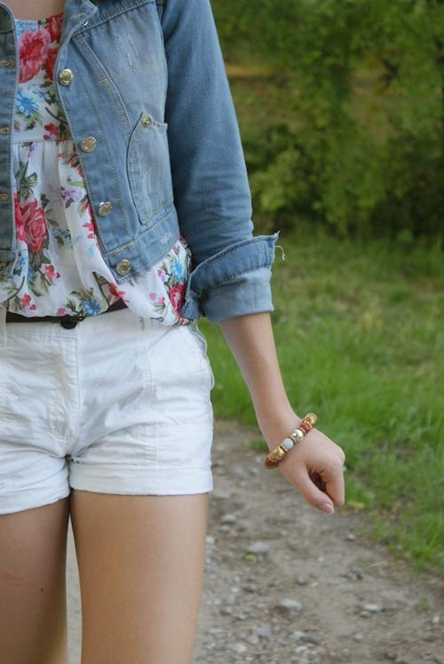 do czego ubrać jeansową kurtkę