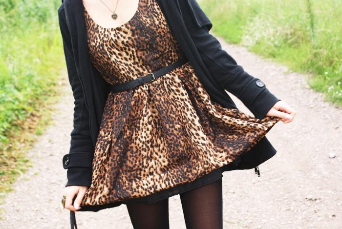 sukienka w panterkę romwe stylizacja