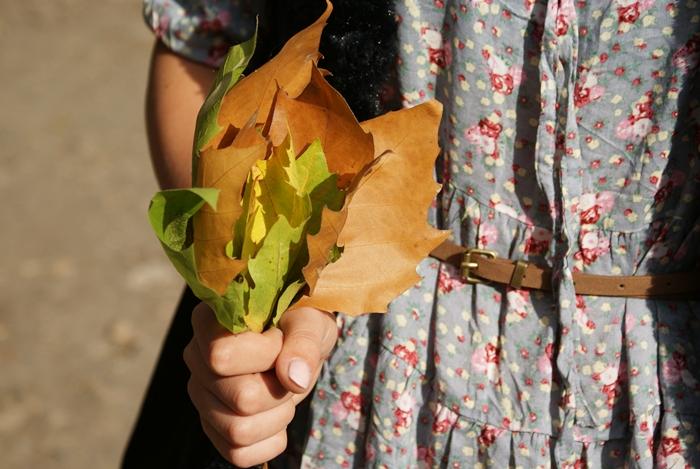 futrzana kamizelka i tunika w kwiaty