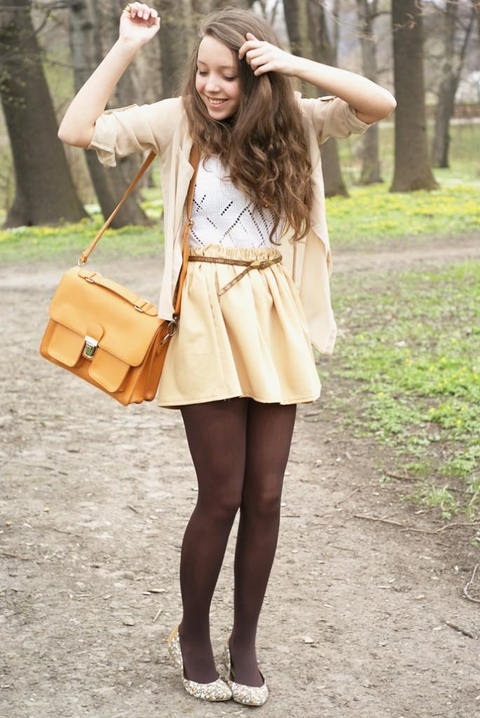 stylizacja ze spódnicą i listonoszką