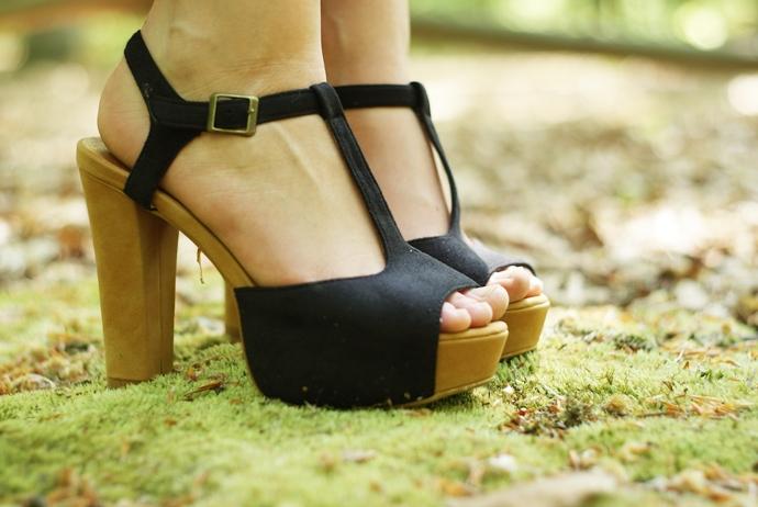 buty na słupku sandały