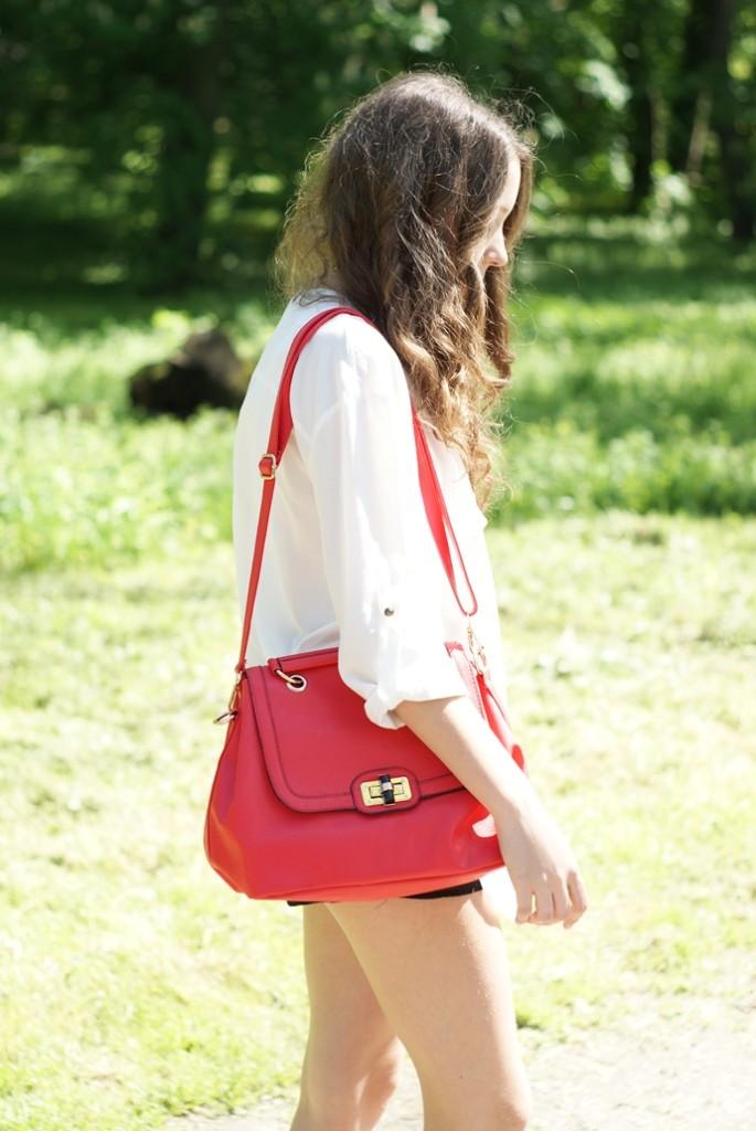 czerwona torebka stylizacja