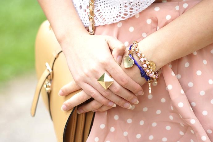 pastelowa spódnica w kropki
