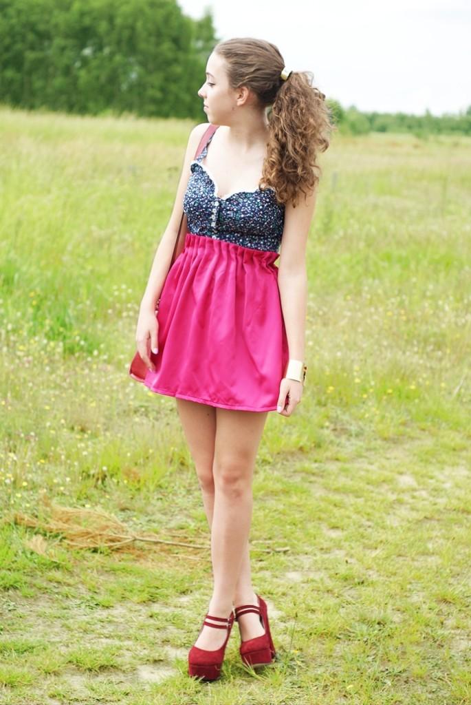 Różowa rozkloszowana spódnica & gorset w kwiaty