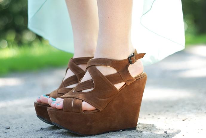 brązowe sandały na koturnie czasnabuty
