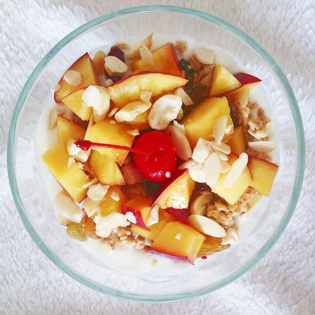 owoce w jogurcie
