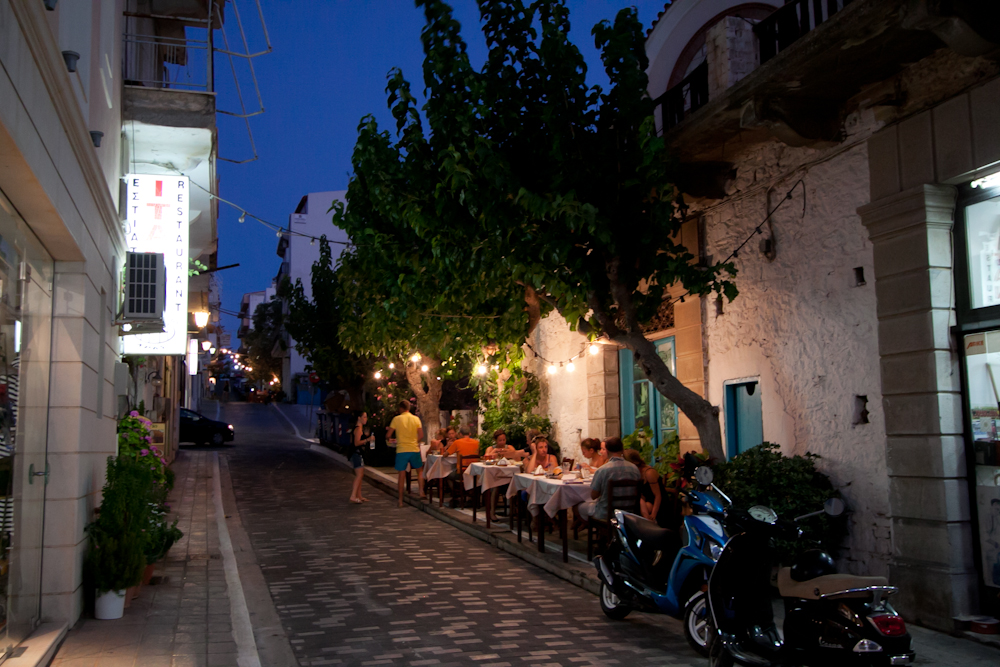 agios nikolaos nocą zdjęcia