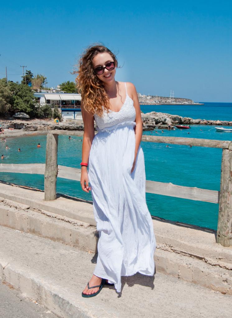 Biała maxi sukienka z odkrytymi plecami