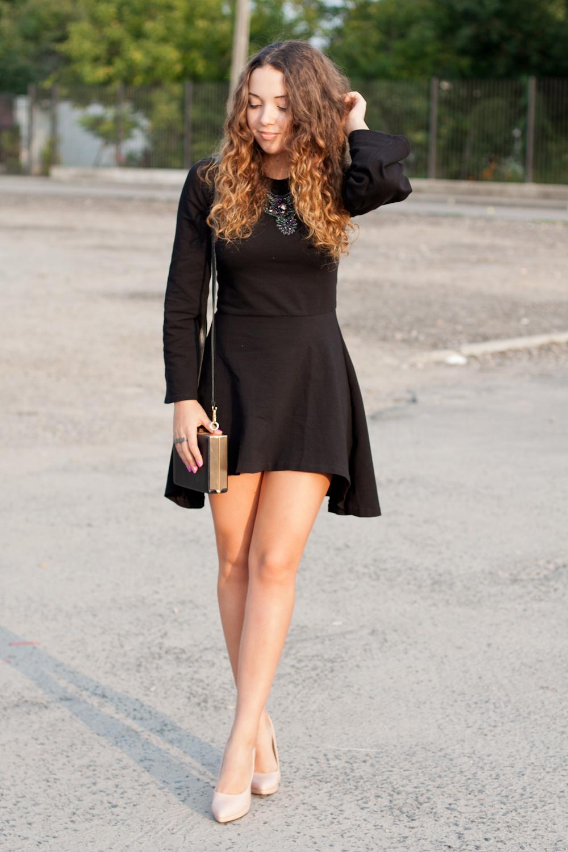 asymetryczna-czarna-sukienka