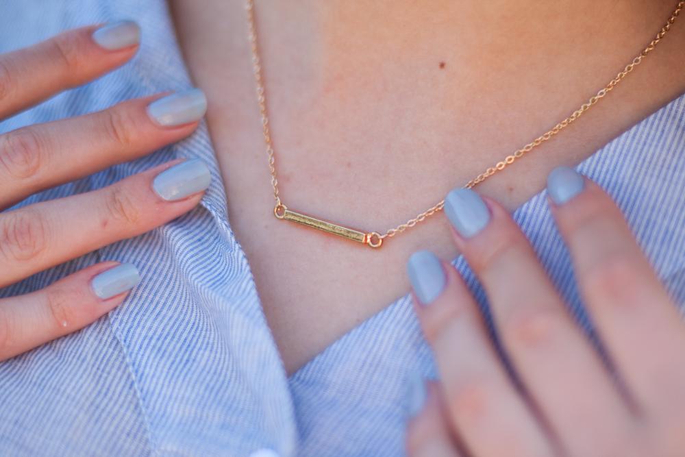 złoty minimalistyczny naszyjnik
