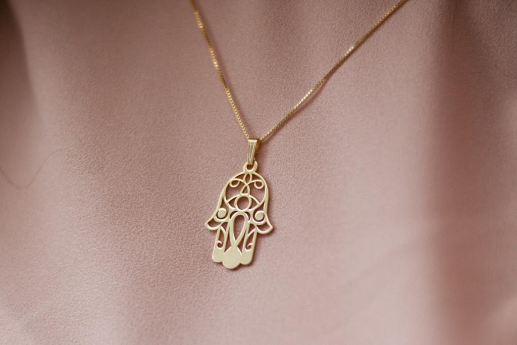 złoty naszyjnik z hamsą
