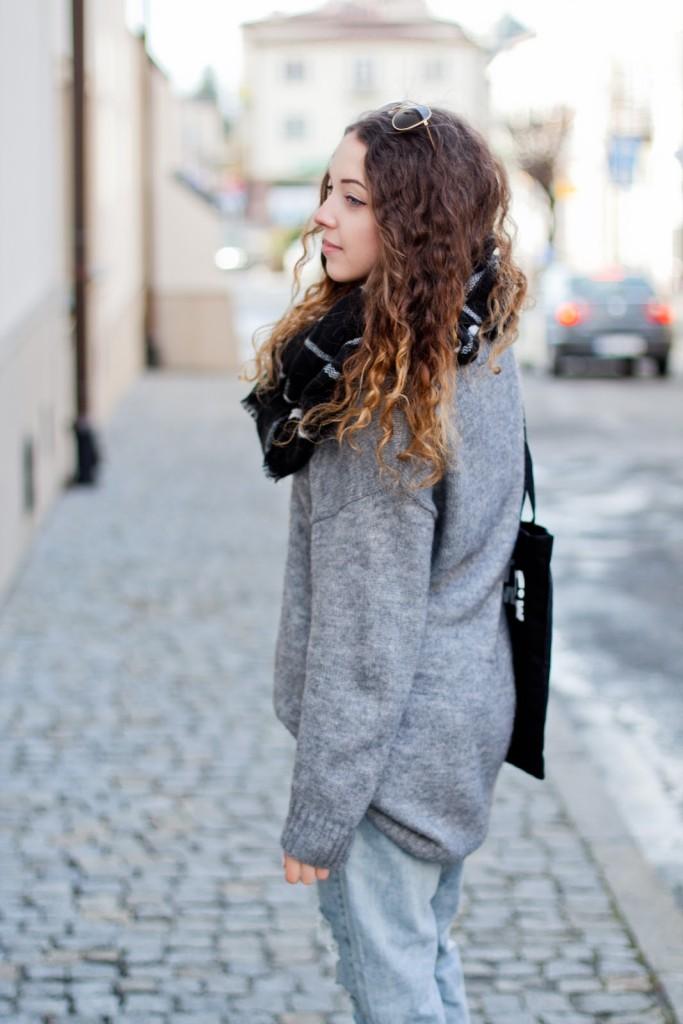 szary długi sweter h&m
