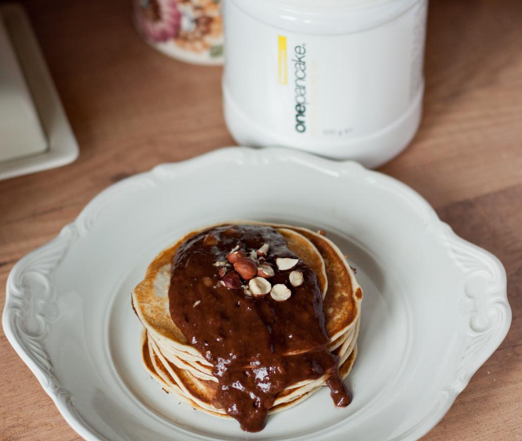 białkowe pancakes z musem czekoladowym
