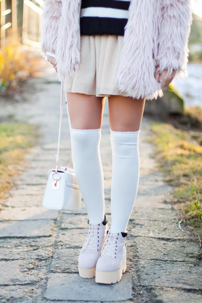 białe zakolanówki stylizacje