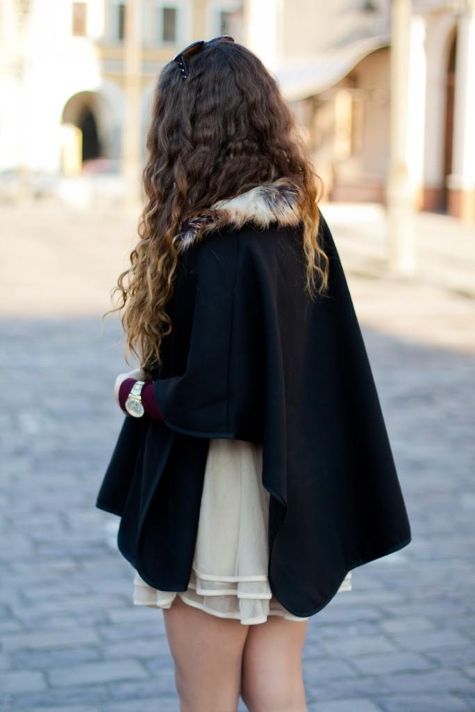 czarna peleryna