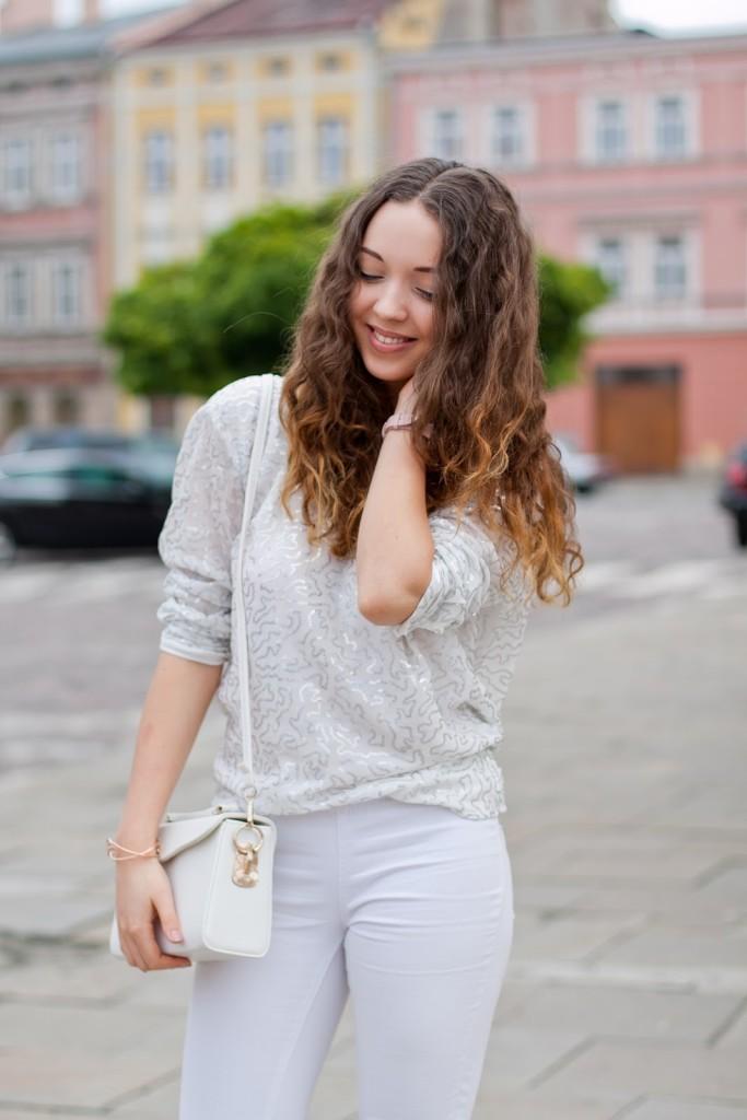 biała bluzka z cekinami