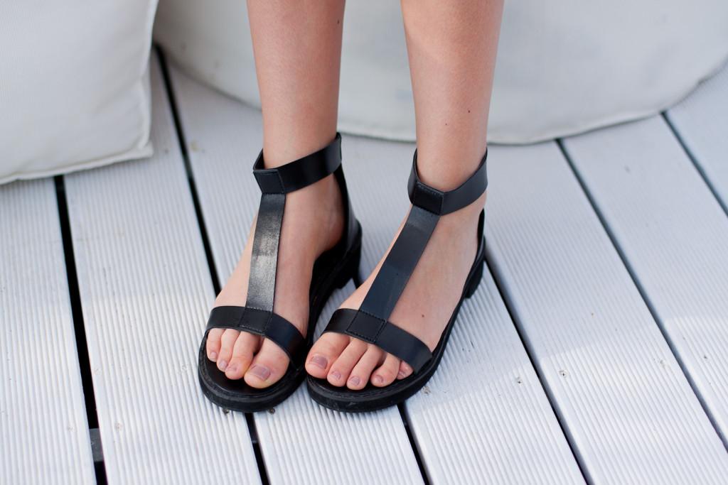 czarne sandały choies