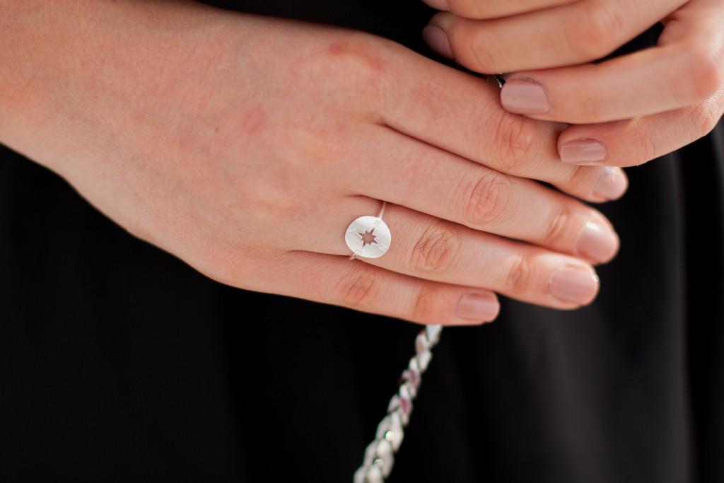 pierścionek z różą wiatrów