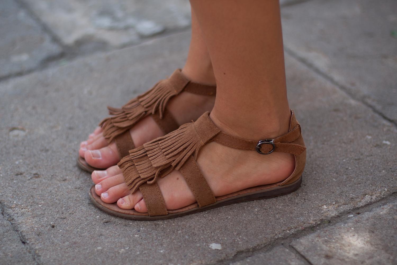 sandały z frędzlami zamsz