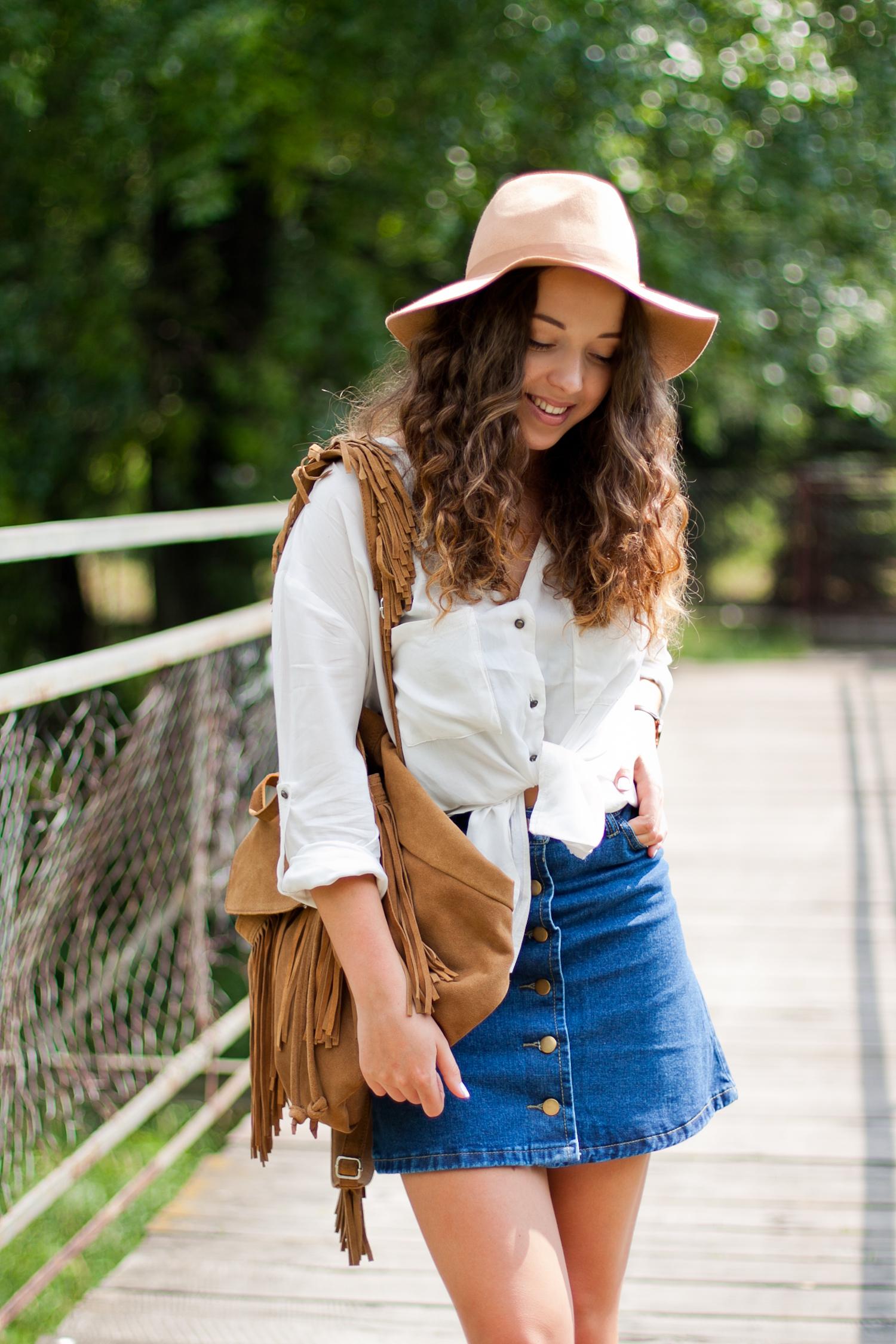 stylizacja-jeansowa-spódnica