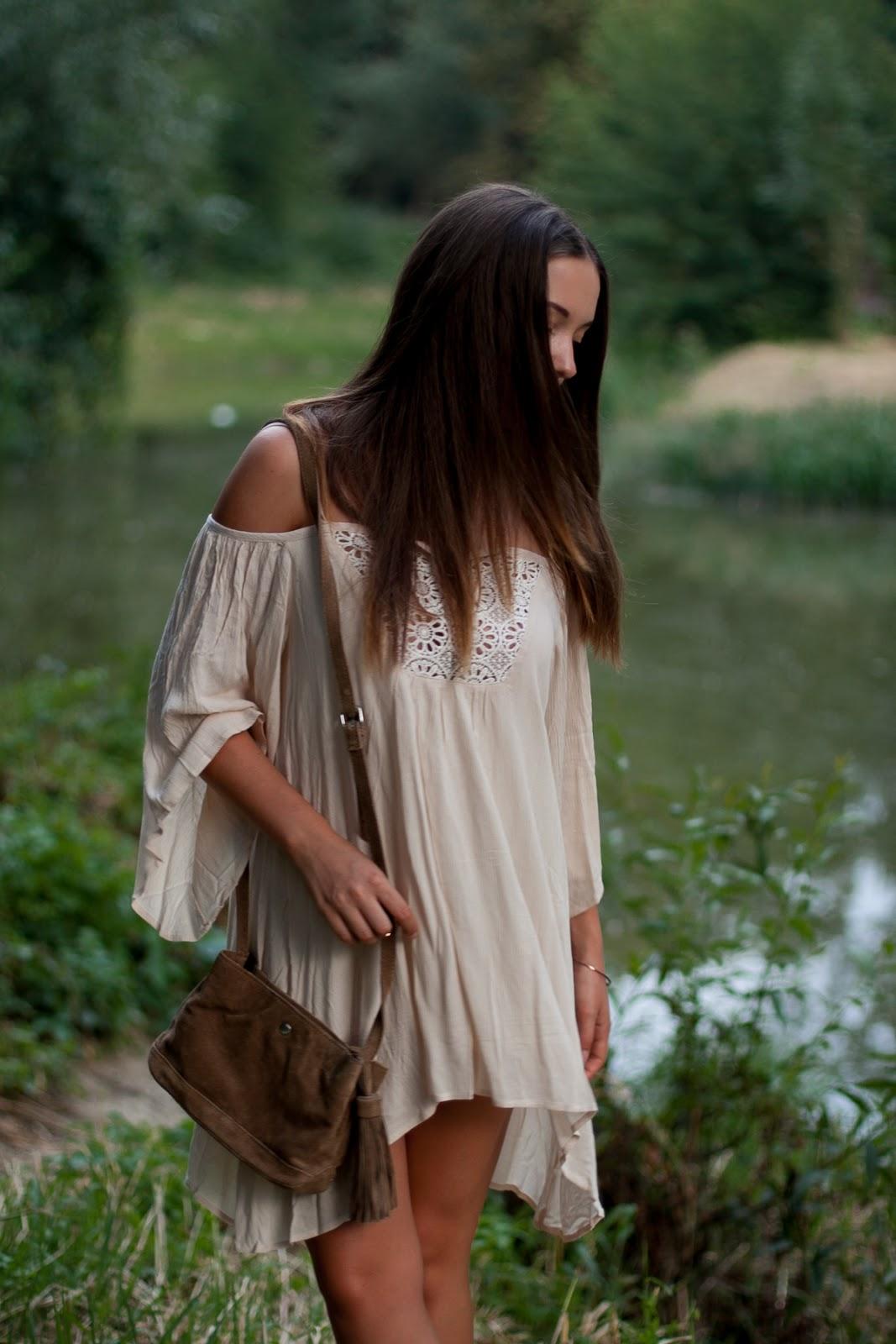 beżowa sukienka boho