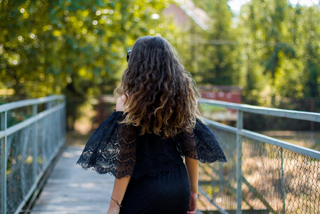czarna koronkowa sukienka wesele impreza