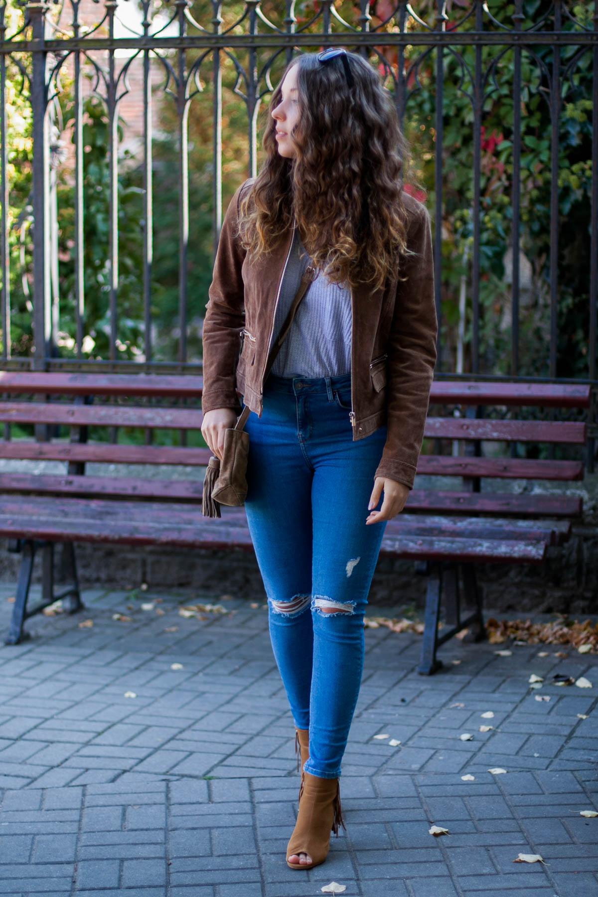 jeansy z wysokim stanem i dziurami topshop