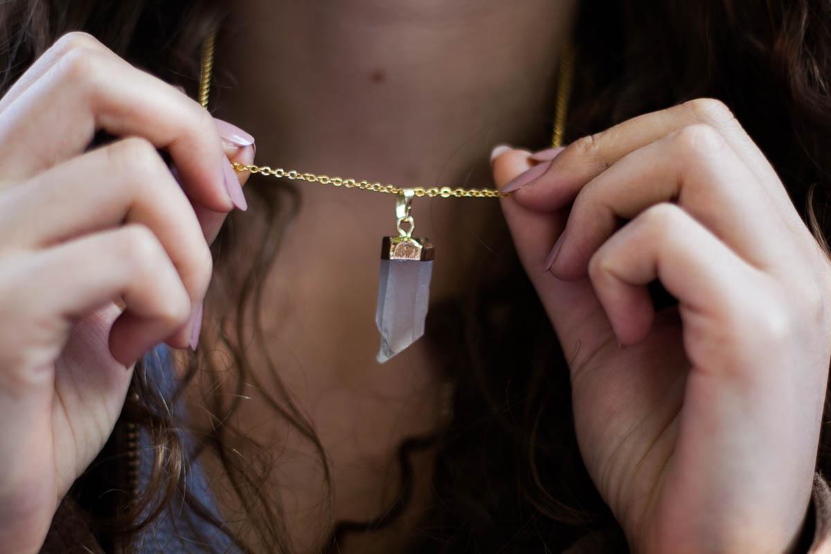 naszyjnik z kryształem