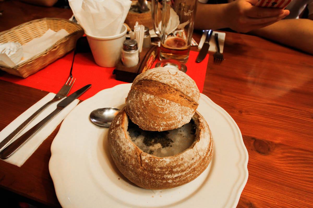 zupa-czosnkowa-czechy