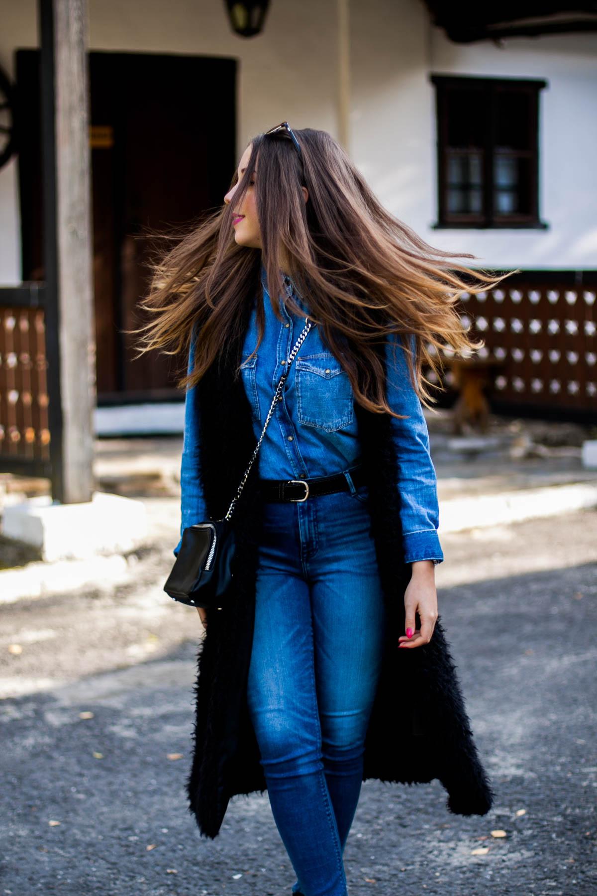 Jeansowa stylizacja z koszulą i jeansami