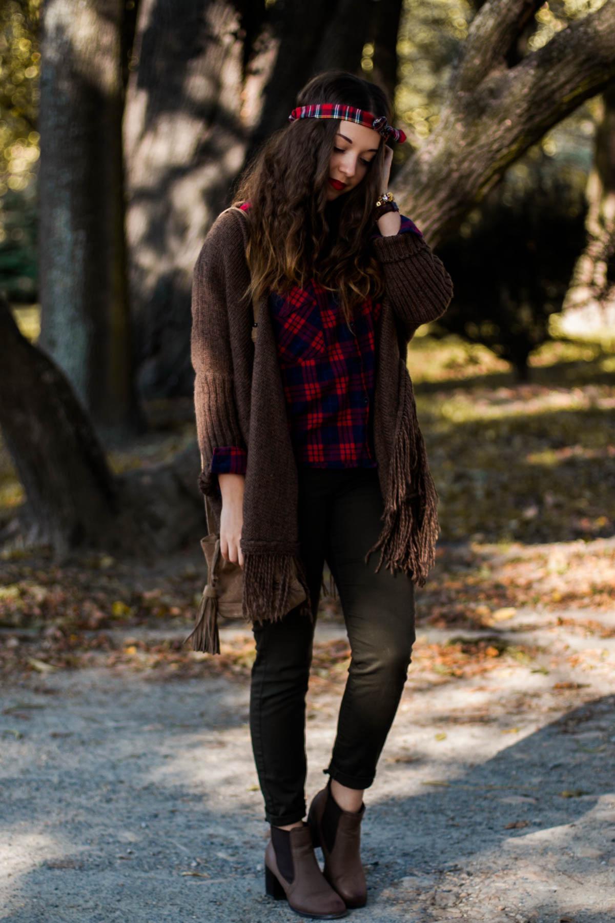 jesienna stylizacja z koszulą w kratę