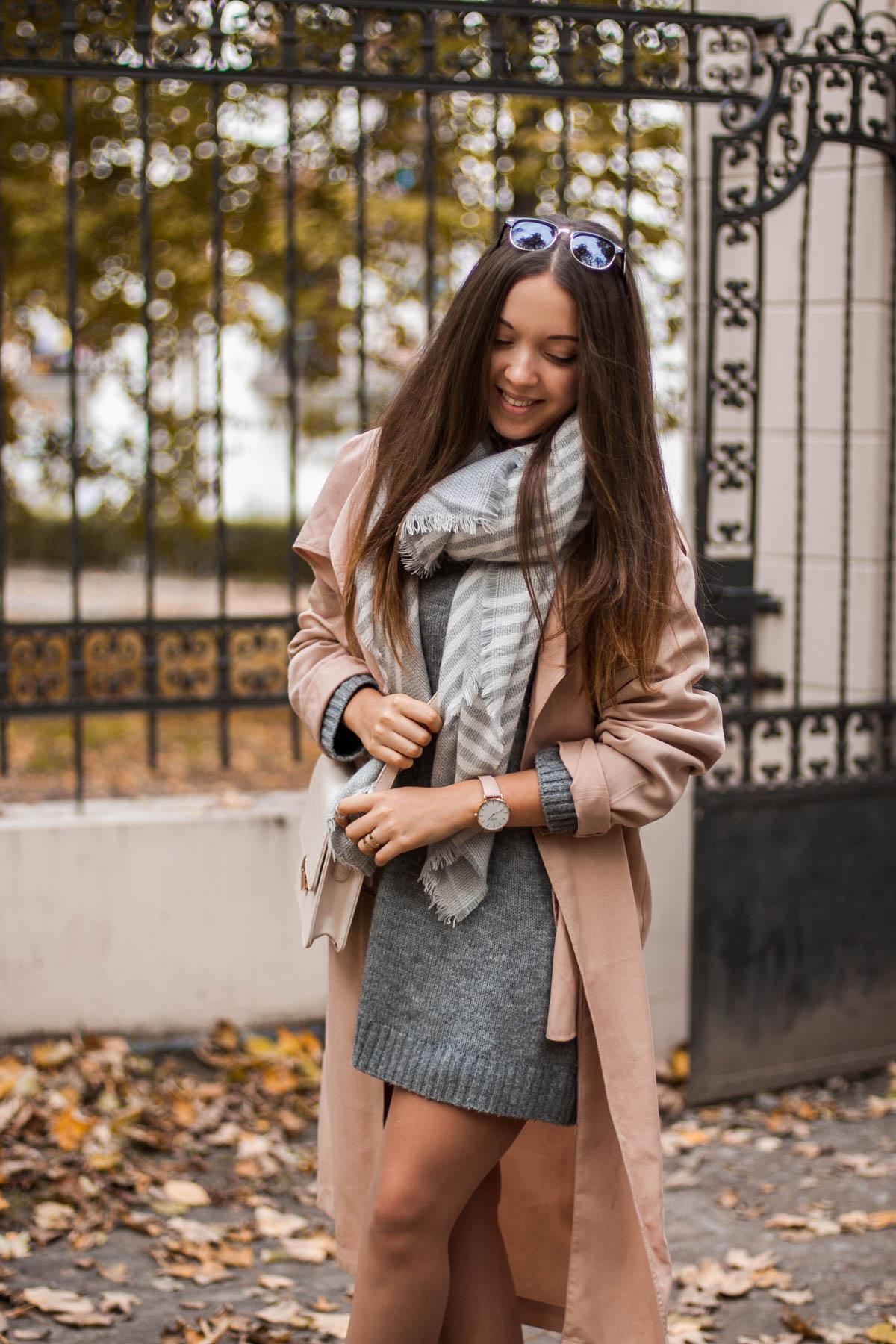 Długi Sweter W Stylizacji Z Pastelowym Trenczem