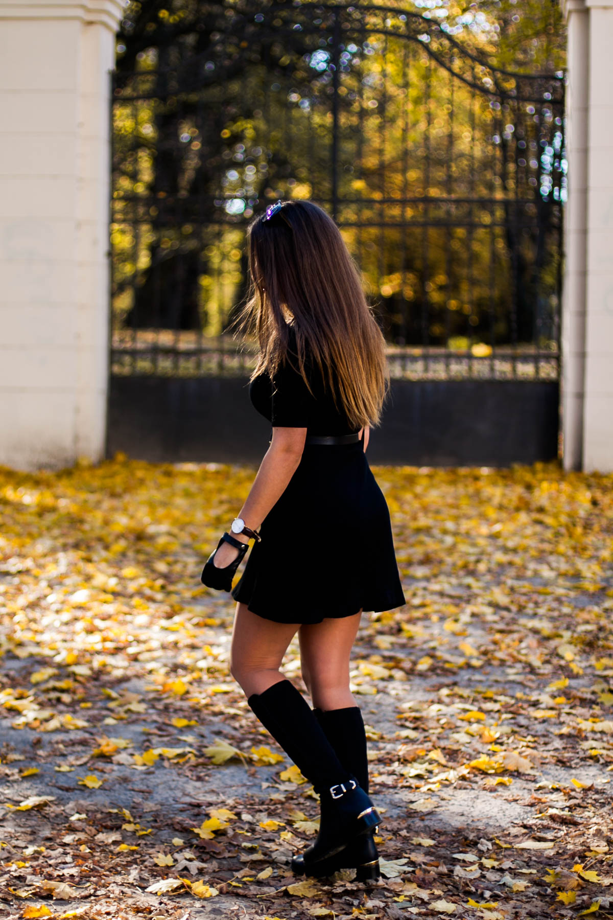czarna-prosta-sukienka