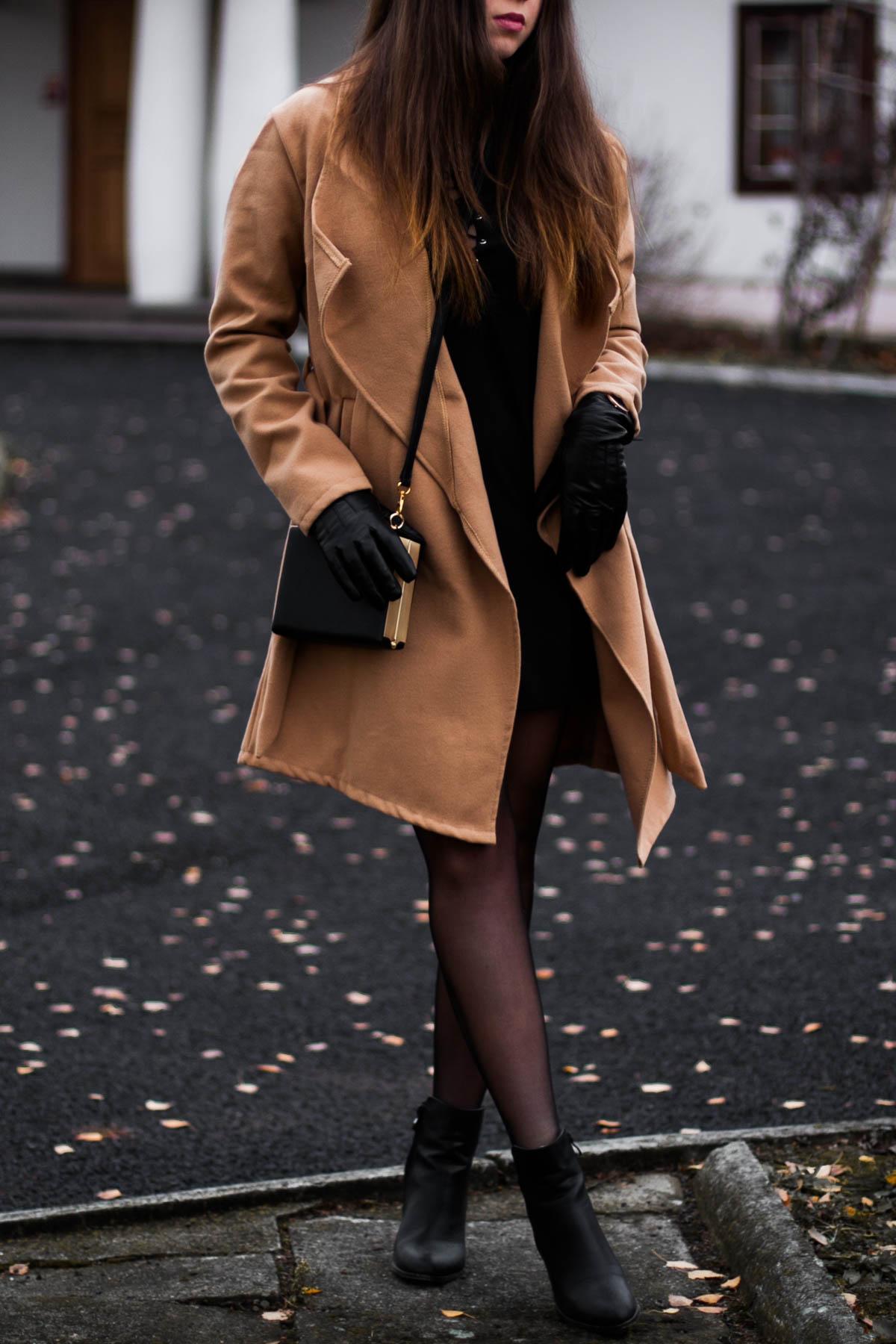 jesienny-karmelowy-płaszcz