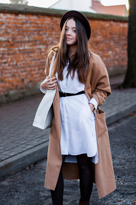 Biała koszulowa sukienka stylizacja