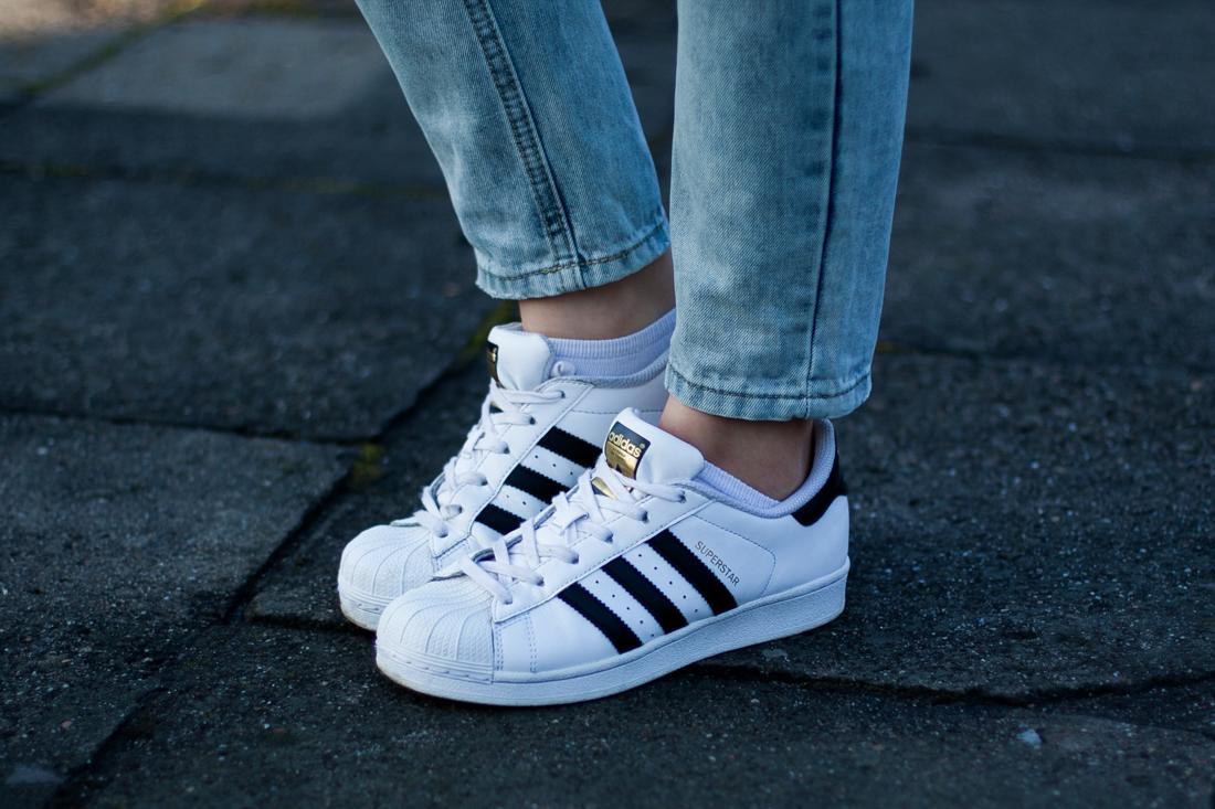 Stylizacja z Adidas Superstar