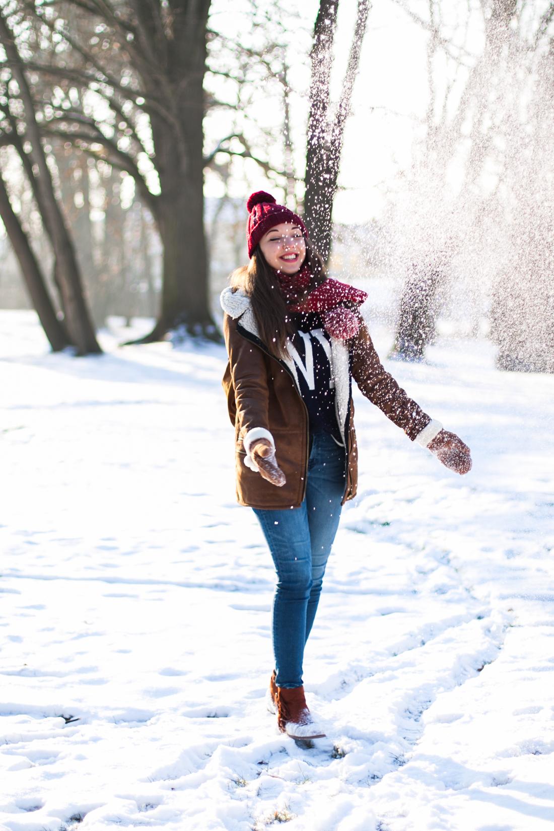 Jeansy z zary stylizacja zimowa