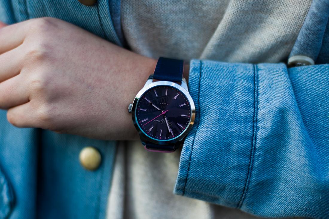 granatowy zegarek pepe jeans stylizacja