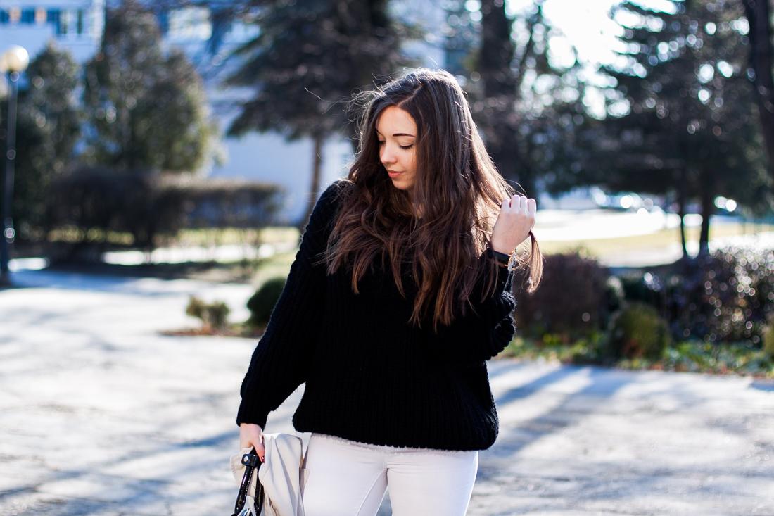 duży czarny sweter