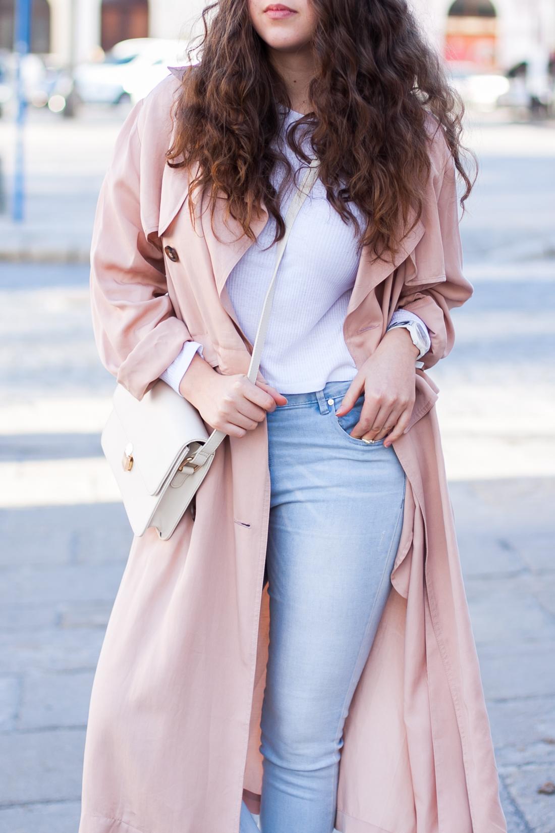 długi różowy płaszcz prochowiec
