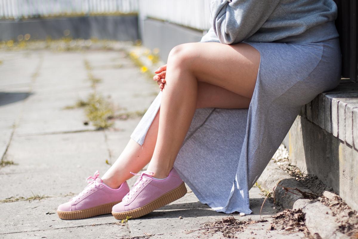 różowe buty creepersy deezee stylizacja
