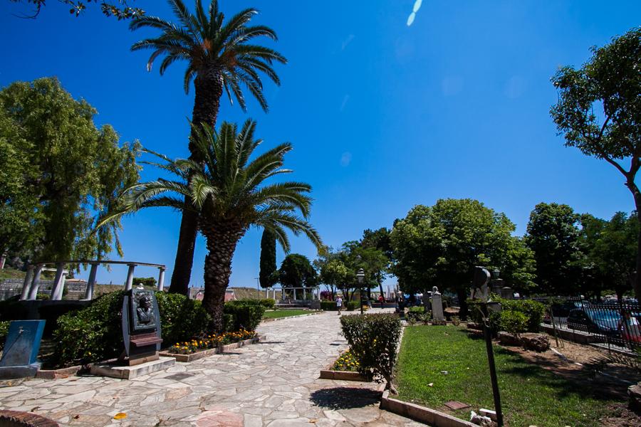 Pl. Enoseos park w mieście korfu, grecja