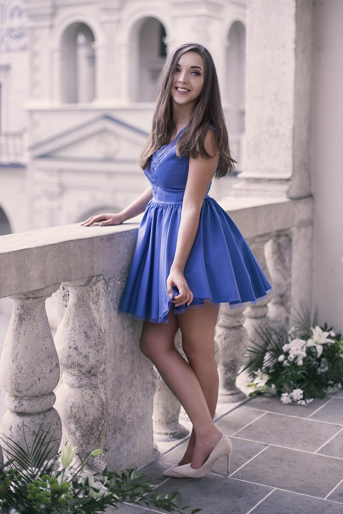Niebieska chabrowa sukienka na wesele Lou