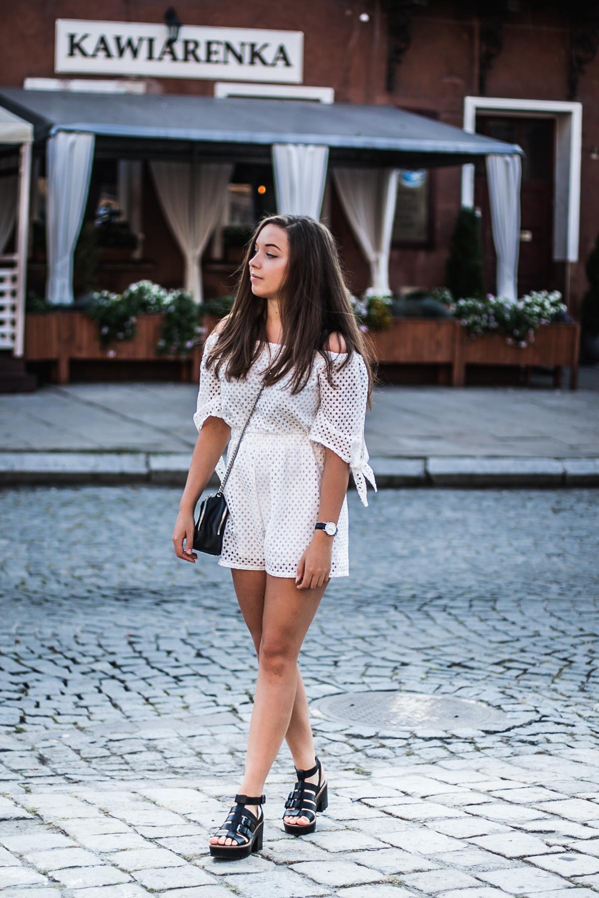 Biały kombinezon na co dzień jak nosić stylizacja