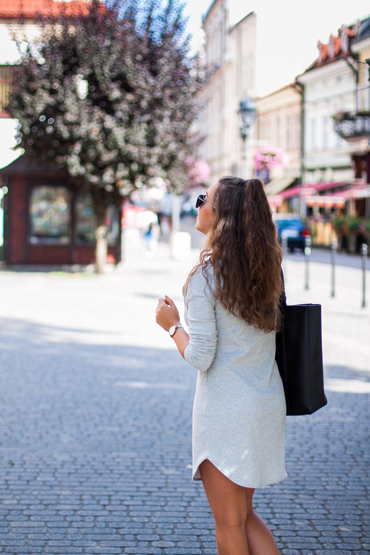 szara sukienka stylizacja