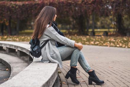 Czarne botki sznurowane Cris Deezee stylizacja