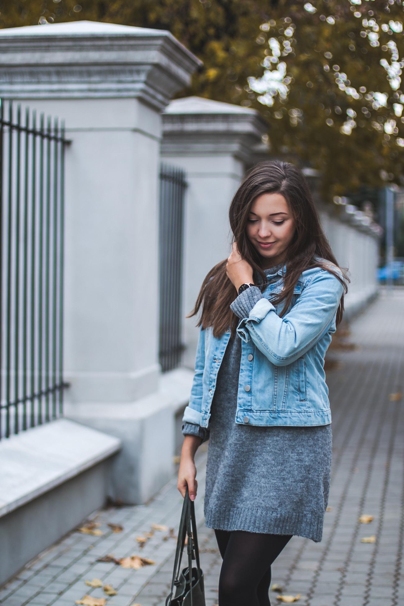 jeansowa kurtka w stylizacji jesiennej