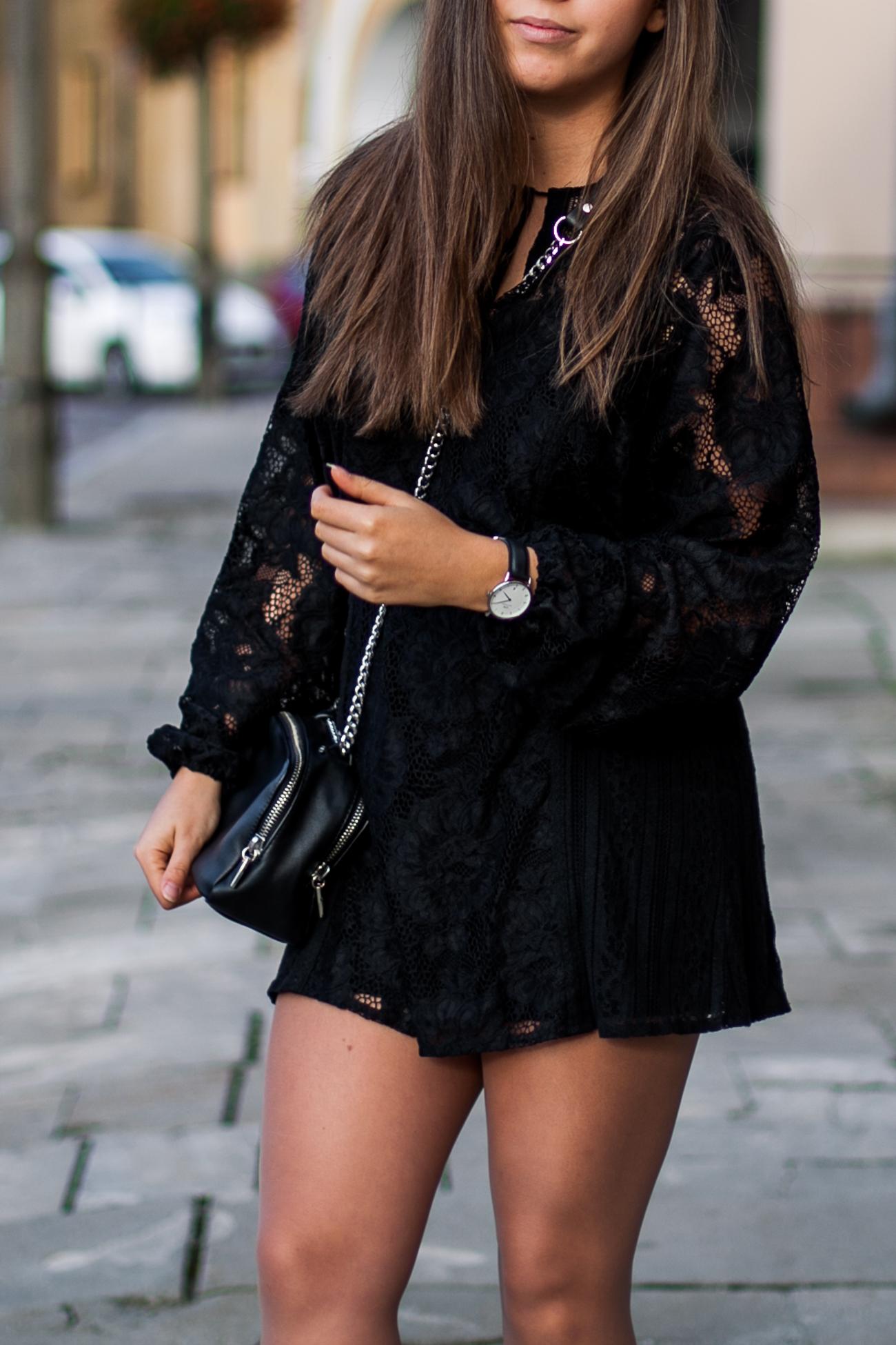 Czarna koronkowa sukienka na co dzień