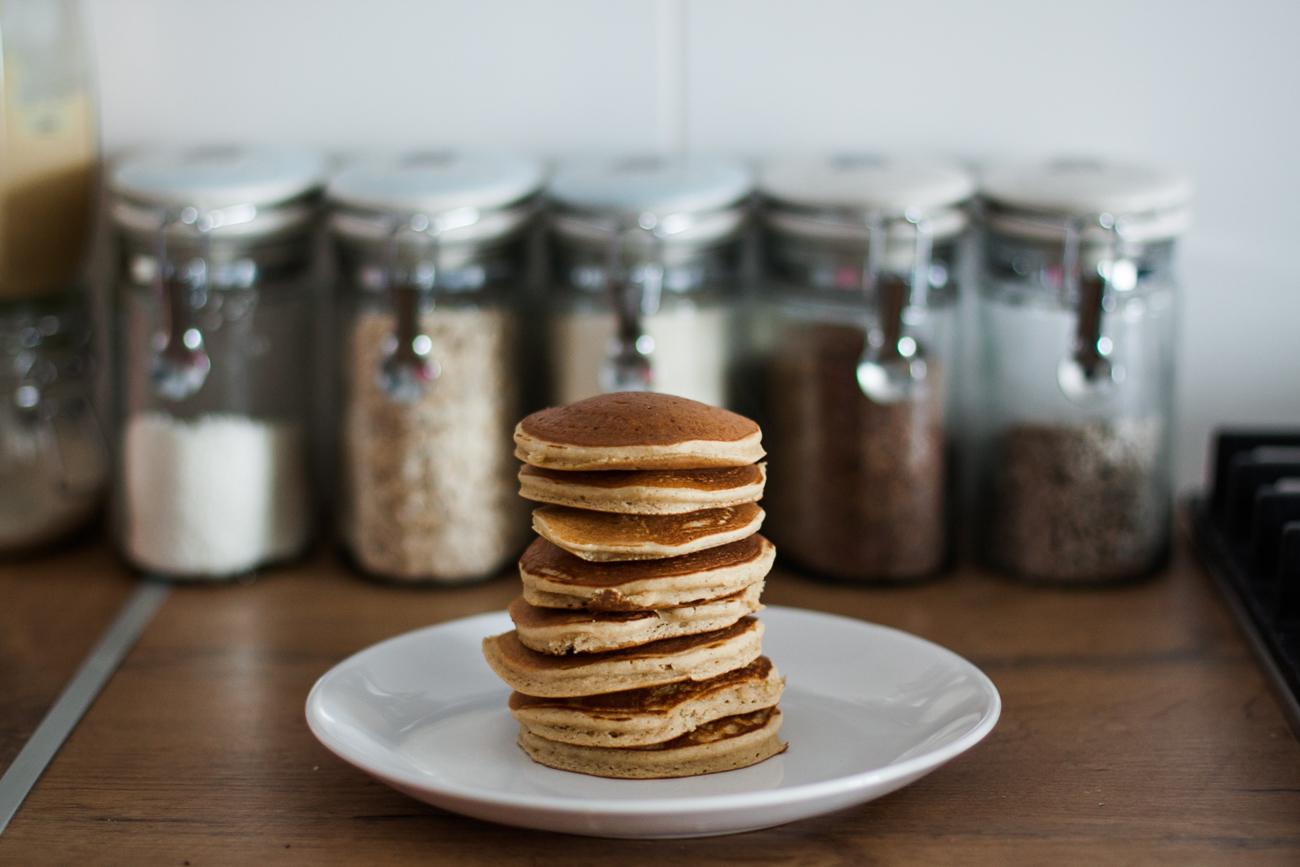 zdrowe fit śniadanie czyli kokosowe pancakes z mąki kokosowej